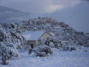 Collines kabyles sous la neige